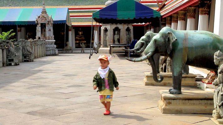 Ubosot courtyard, Wat Arun.