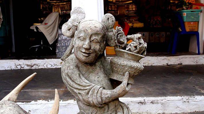 Statue in Wat Arun.